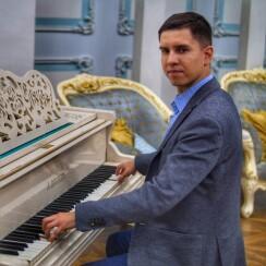 Роман Винилов