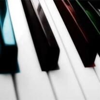 Постер: Импровизация на пианино по чёрным клавишам